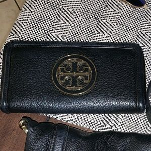 Accessories - Tory Burch wallet